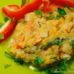 Картофельно-тыквенное пюре на зелёной тарелке