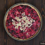 Открытый пирог с ягодами и рикоттой