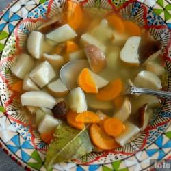 Суп с белыми грибами на говяжьем бульоне