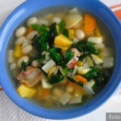 Лёгкий фасолевый суп с овощами и беконом