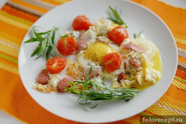 яичница с помидорами и луком и колбасой рецепт