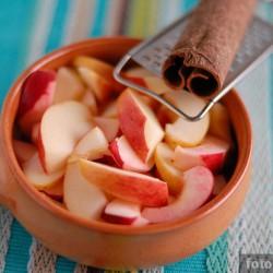 Десерт из яблок, запеченных в меду