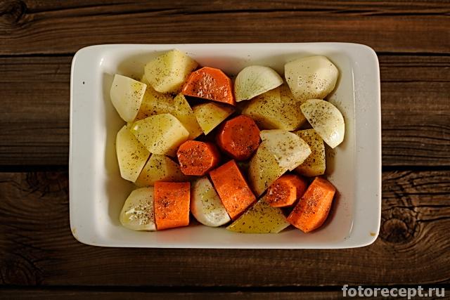 Печёный картофель под грибным соусом