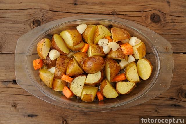 Печёная картошка под грибным соусом