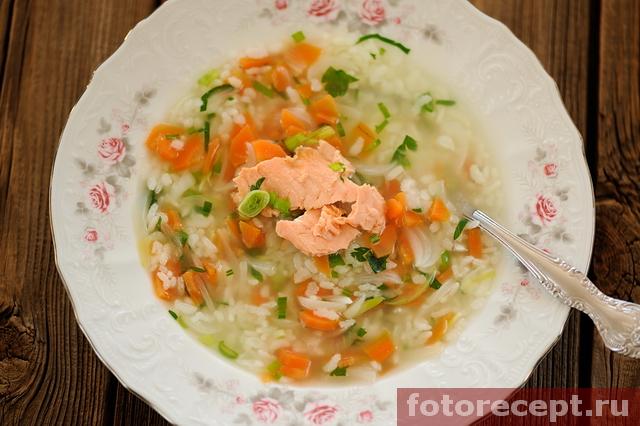 Рисовый суп с красной рыбой