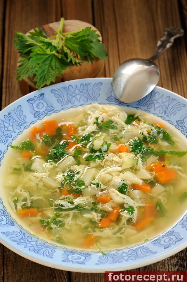 Крапивный суп с яйцами