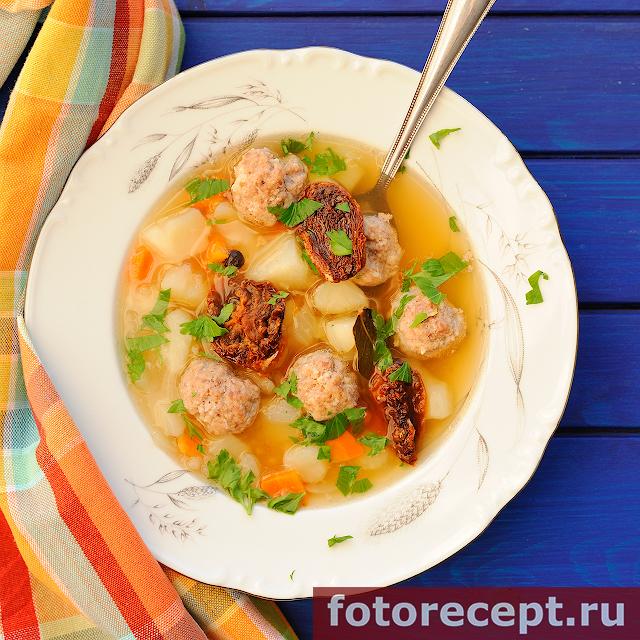 Суп с фрикадельками и сушеными помидорами