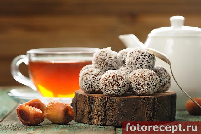 Сыроедческие конфеты из фиников