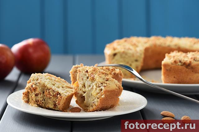 Миндальный кекс с яблоками