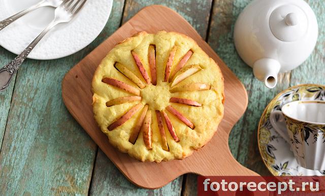 Кекс с яблоками и кремом из маскарпоне